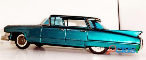 Cadillac Sedan.Bandai.Na caixa original. 3