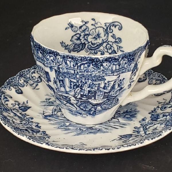 Xícara e pires de café em porcelana inglesa Johnson 0