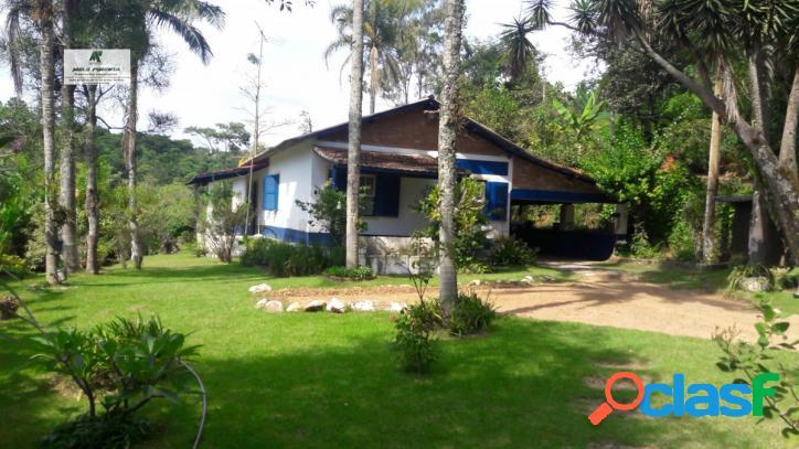 Chácara a Venda no bairro Mailasqui em São Roque - SP. 1 banheiro, 3 dormitórios, 1 suíte, 6 vagas na garagem, 1 cozinha, closet, área de serviço, 1