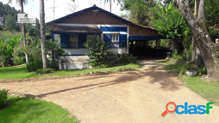 Chácara a Venda no bairro Mailasqui em São Roque - SP. 1 banheiro, 3 dormitórios, 1 suíte, 6 vagas na garagem, 1 cozinha, closet, área de serviço, 3