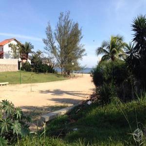 Lote de terreno, totalmente plano, 100 metros da praia de