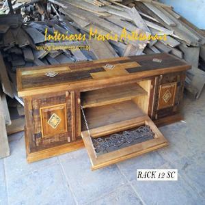Fabrica de racks em madeira de demolição rústica