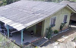Casa madeira 3 qts troca ou venda