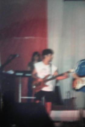 Aulas baixo voz violão cavaquinho guitarra teclado