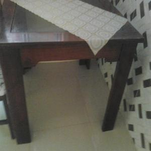 Conj de mesa c tampo de vidro e 04 cadeiras e sofá