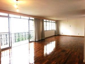 Apartamento com três dormitórios e quatro vagas