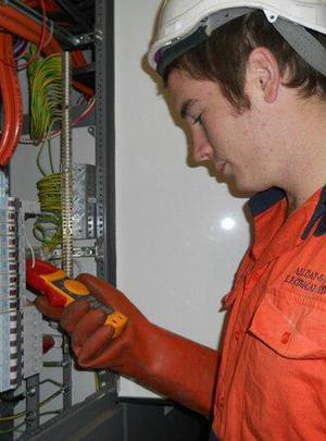 Eletricista atendimento de emergência