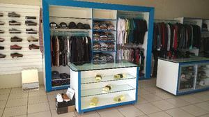 Móveis usados para loja de confecções