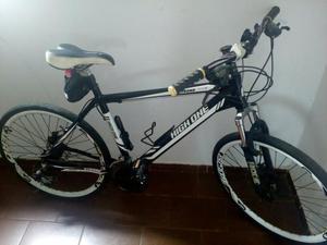 Bicicleta em alumínio equipada