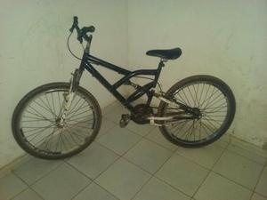 Bike com 2 amortecedores muito boa