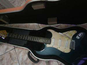 Guitarra (peças fender originais)