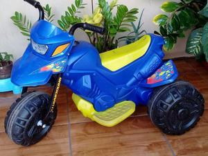 Moto elétrica infantil semi nova na garantia
