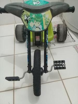 Triciclo menino