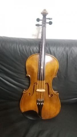 Viola de arco tamanho 42