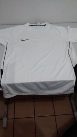 cee75ebecb6d1 Camisa nike original em Recife   REBAIXAS Abril