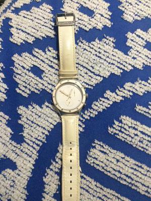 Lindo relógio feminino da swatch
