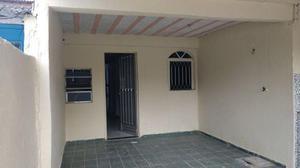 Excelente casa com 1 quarto com vaga de garagem