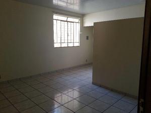 Apartamento central com 2 quartos - ótima localização