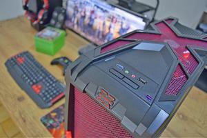 Pc gamer red x | gtx 1050 | intel core i3 | csgo 200fps, lol