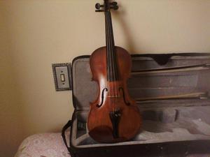 Violino antigo, restaurado, bem conservado