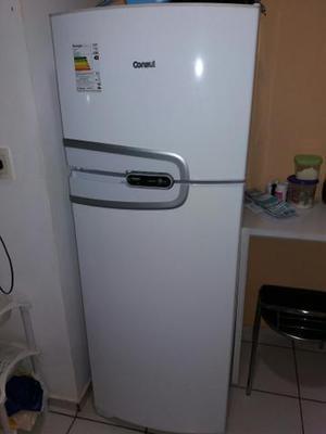 Geladeira, máquina de lavar e purificador de água