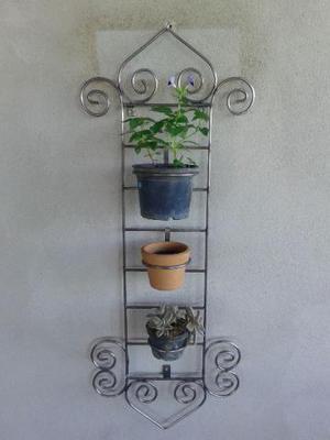 Jardim vertical e suportes para plantas