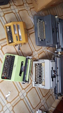 Lote c/4 maquinas de datilografar bom estado.verdadeiras