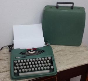 Maquina de escrever olivetti lettera 82 funcionando