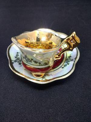 Mini xícara de porcelana antiga