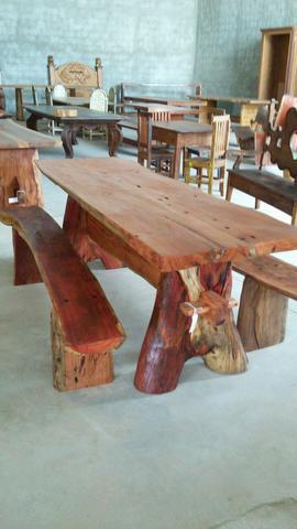Móveis rústicos feitos de dormentes, madeiras de