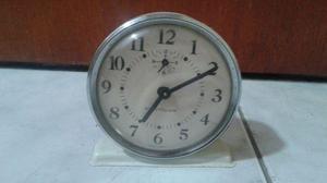 Relógio despertador e rádios