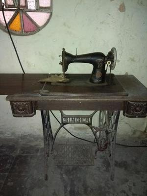 Vendo máquina de costura antiga original.