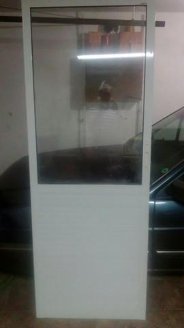 Porta de alumínio e vidro branca