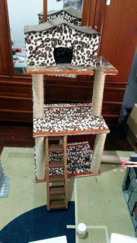 Arranhador com 3 andares p gatos
