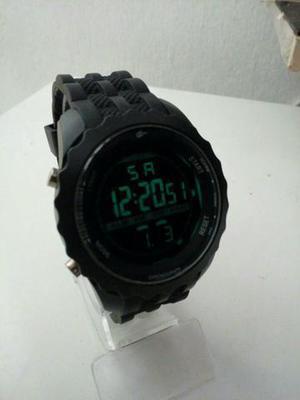 Relógio masculino a prova de água novo