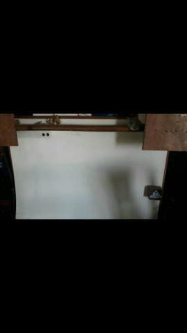 Estante de madeira para mesa de som