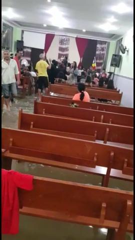 Alagou nossa igreja evangélica quadrangular.