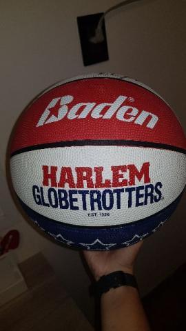 Bola de basquete oficial autografada - harlem globetrotters