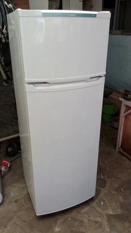 Compro) geladeira com defeito