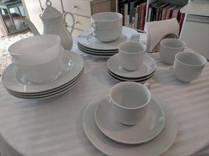 Jogo de cafe e jantar de porcelana fina e branca