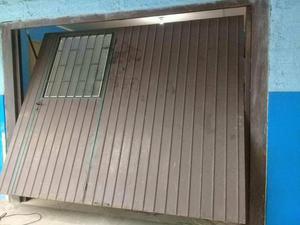 Portão de contra peso c/ porta auxiliar