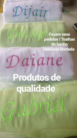 Toalhinhas de banho bordada e toalha de banho bordada
