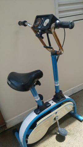 Bicicleta ergométrica antiga da caloi