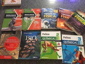 Livros ensino médio seminovos