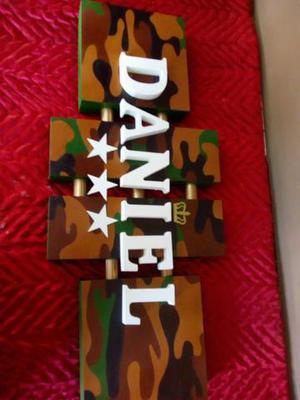Nomes/placas em madeira