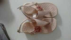 2 sandálias tam 24