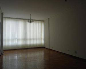 Apartamento c/02 dormitórios, frente a câmara, rua
