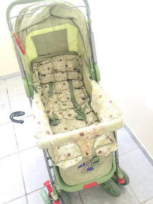 Carrinho de bebê ovelhinhas verde claro