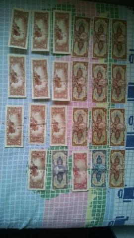 Coleção de notas antigas e moedas internacionais