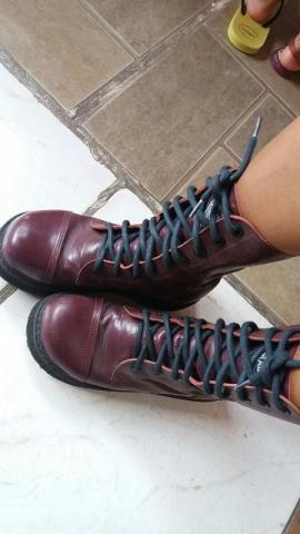 Coturno vilela boots n° 35 - cor cereja- usado apenas 1 vez
